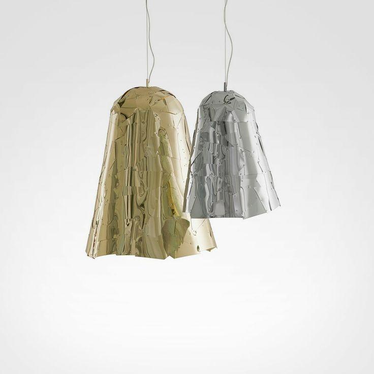 Luminária Campana Folhas de alumínio anodizado brilhante com acabamento prateado ou dourado, cortados a laser e montados a mão.