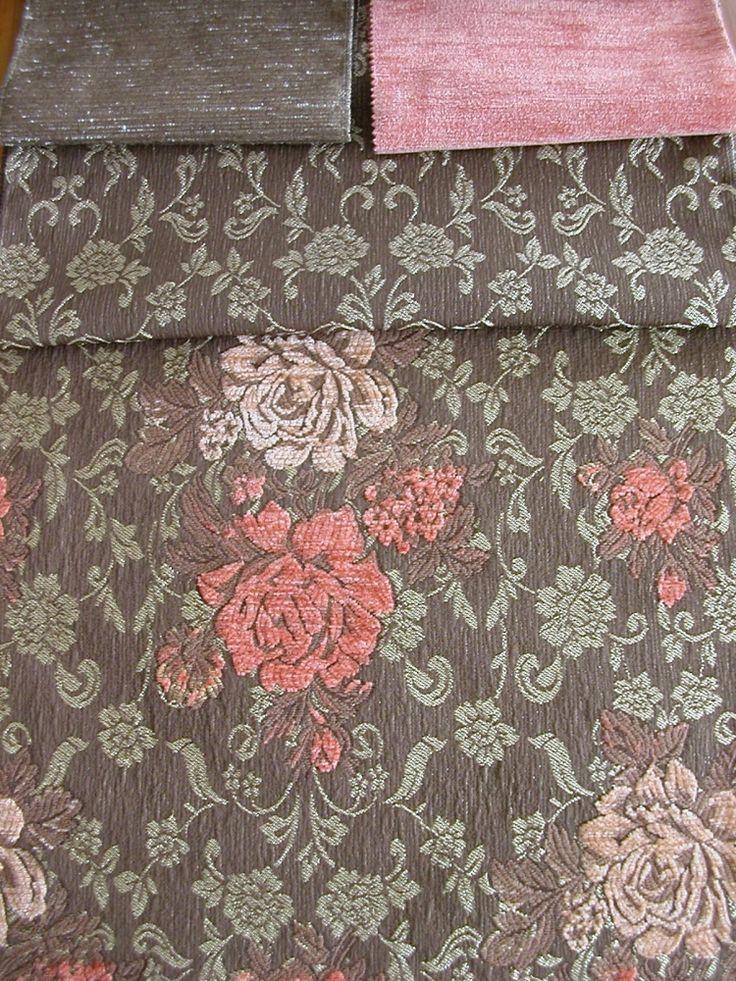 Klasszikus mintájú, vastag szövött zsenilia bútorszövet. COUPE virág mintás szövet