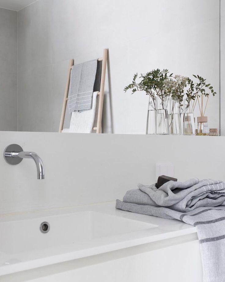 """665 tykkäystä, 16 kommenttia - Marja Wickman (@mustaovi) Instagramissa: """"Simple bathroom #newblogpost #mustaovi #iittala #iittalaxisseymiyake #lapuankankurit #versodesign"""""""