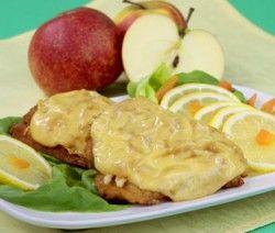 RYBA ZAPIEKANA Z JABŁKIEM I SEREM ŻÓŁTYM  Składniki:  4 porcje ryby, 1 średnie jabłko, 1 cebula, 1-2 łyżki keczupu, 1 jajo, 8 plasterków sera żółtego, mąka pszenna, bułka tarta, przyprawa do ryb, tłuszcz, sól, pieprz.    Wykonanie: http://siostra-anastazja.pl/przepis/ryba-zapiekana-z-jablkiem-i-serem-zoltym.htm  fish baked, polish cuisine