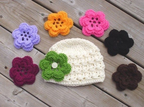 Hat with a button and interchangeable flowers. Um, cute!