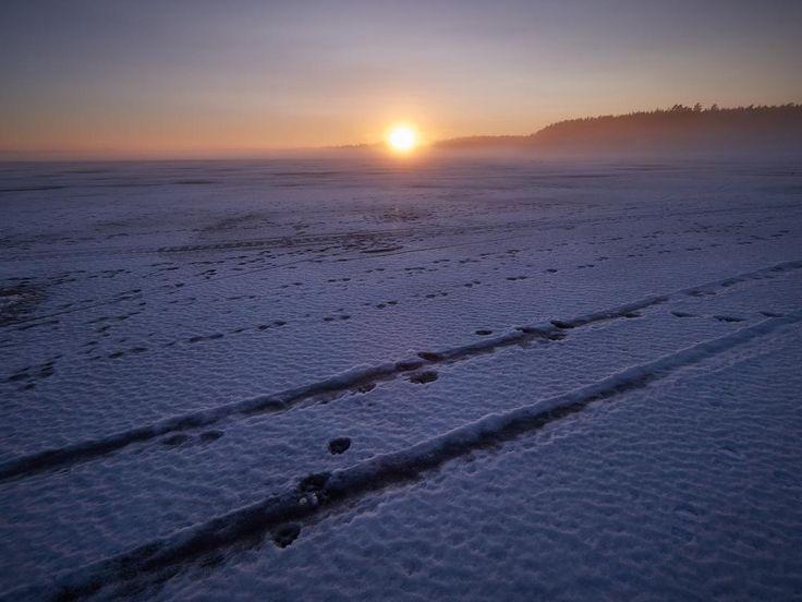 Järvenjäällä tänään aistimassa äärettömyyttä. Samalla koekäyttö uudelle Olympuksen 7-14mm superlaajikselle. Toimii. #suomi #finland #lovelyfinland #visitfinland #thisisfinland #finnishmoments #Hämeenlinna #hameenlinna #visithameenlinna #nature #winterlovers #sunsets #sunsetlovers #landscapes