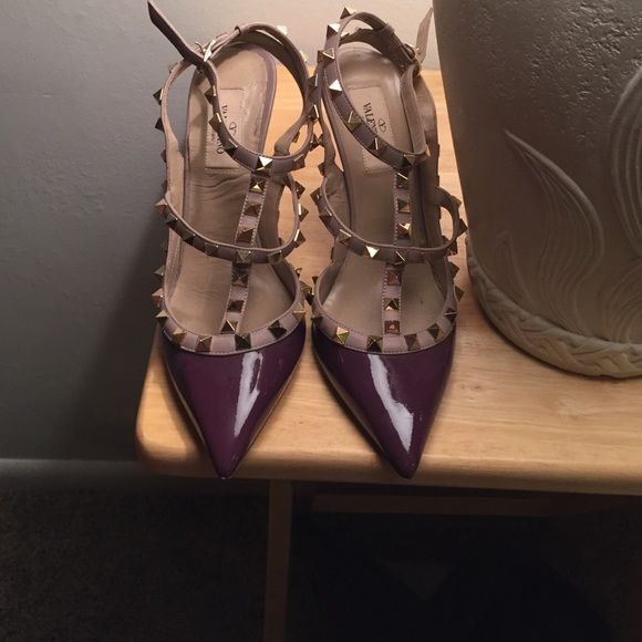 Valentino rockstud heels size 38 Worn a couple times, visible signs of wear but all and all nearly perfect condition. Valentino Shoes Heels