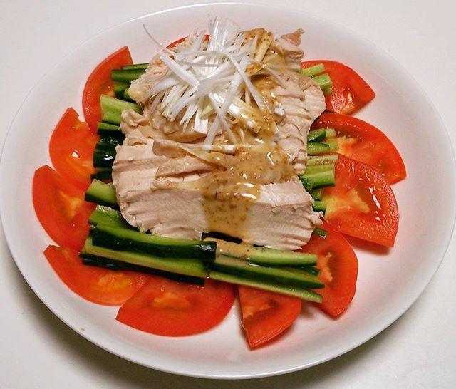 蒸し鶏(๑´ڡ`๑)  #おうちごはん #鶏胸肉 #やわらかい #うまい #ごまドレッシング #料理 #肉 #蒸し鶏 #鶏肉 #蒸し料理 #レシピ #cooking #meat #chicken #recipe