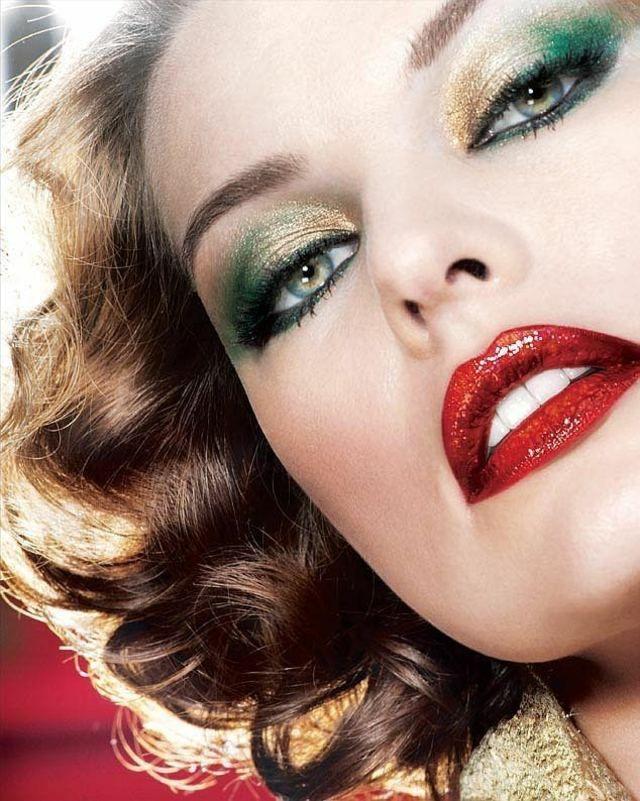 Maquillage tendance pour les yeux bleu vert