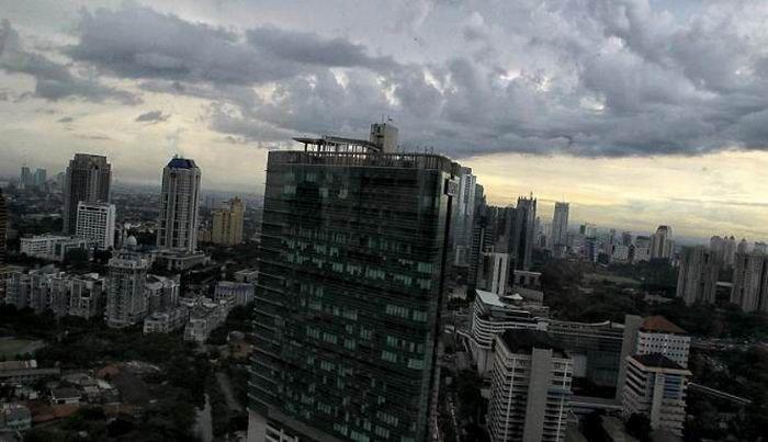 WinNetNews.com - Badan Meteorologi Klimatologi dan Geofisika (BMKG) melaporkan prakiraan cuaca wilayah Jakarta, Bekasi, Bogor, Depok, dan Tangerang, hari ini, Jumat, 7 April 2017, masih berpotensi turun hujan.Dilansir dari laman BMKG pagi ini, wilayah Jakarta dan sekitarnya dilaporkan berawan tebal.