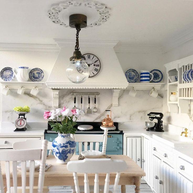 553 отметок «Нравится», 21 комментариев — 'A Touch Of Elegance' (@villadeluxe_dollhouse) в Instagram: «The kitchen light in #chatsfordmanor is finally finished ✔️»