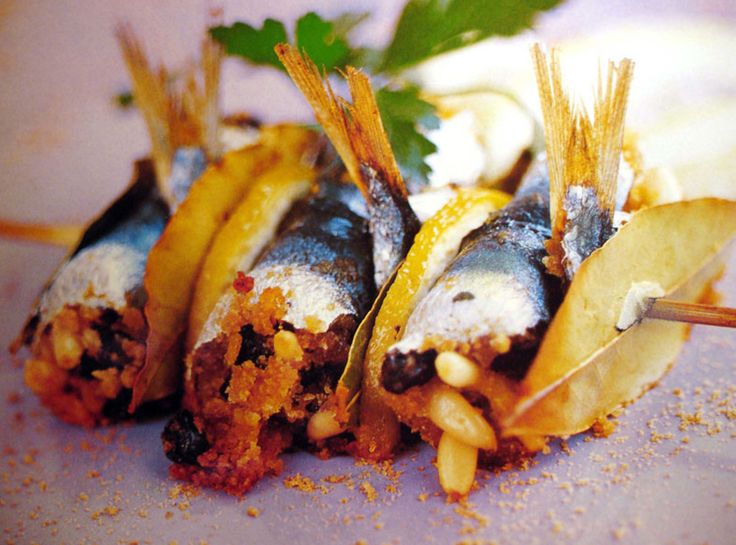 Sardines stuffed with breadcrumbs, pine nuts, raisins etc/ Sicilian recipe/ sarde alla beccafico | gingerforbreakfast