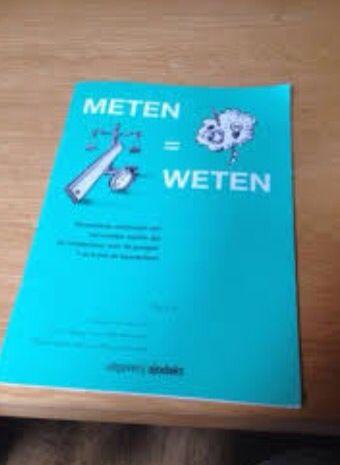Download het werkboekje: http://lessenvanlisa.nl/onewebmedia/Meten%20met%20je%20lijf.pdf De les bestaat uit zes activiteiten en je verdeelt je groep in zes kleinere groepjes. Ieder groepje begint bij een van de activiteiten. Daarna wissel je door tot alle groepjes overal zijn geweest. Voordat je aan de slag gaat, moet je de volgende spullen klaarleggen: 6 werkboekjes, 6 potloden, 1 rolmaat, 5 linialen en 2 meetlinten.