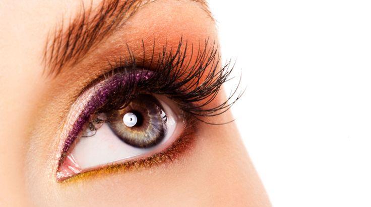 Les sourcils denses sont à la mode depuis déjà un moment.Voici nos petits conseils pour être dans la tendance.