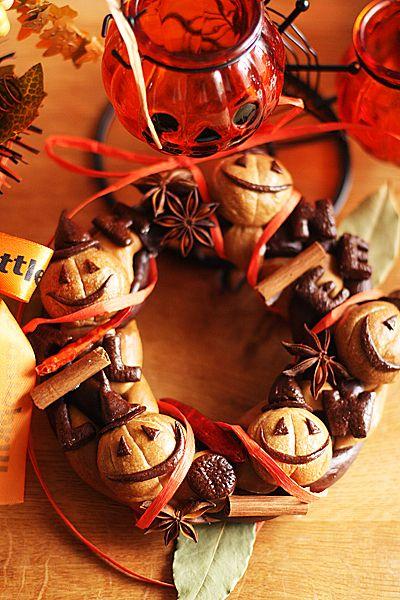 ここ数年のハロウィンはお子さんから大人までみなさん楽しまれているというイメージがあります。そんな波に乗り遅れないよう、今年こそはハロウィンを盛り上げたい!そんな方に楽しんでもらえる手作りお菓子から市販のお菓子までハロウィン情報が満載です♪