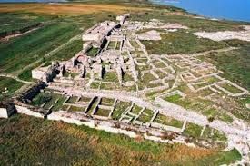 Cetatea Histria- During the archaic and classical periods, when Histria flourished, it was situated near fertile arable land. It served as a port of trade soon after its establishment, with fishing and agriculture as additional sources of income. By 100 AD, however, fishing had become the main source of Istrian revenue.