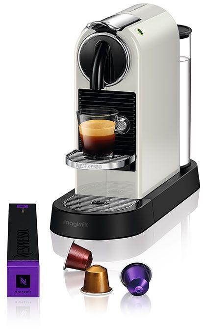 Nespresso Magimix CitiZ M195 Wit  Nespresso Magimix CitiZ M195 Wit De Nespresso Magimix CitiZ M195 Wit is een zeer compacte Nespresso machine waarmee je alle kanten op kunt. De koffiemachine is binnen 25 seconden klaar voor gebruik waarna je heel eenvoudig een Grand Cru plaatst om te genieten van een heerlijke Nespresso. Het ontwerp van de Nespresso Magimix CitiZ M195 Wit is zeer stijlvol en tijdloos. Met details in verchroomd zamak krijgt de machine een prachtig modern uiterlijk. Het…