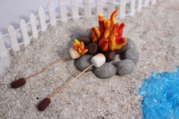 Miniature feu de camp avec guimauves rôtir par FairyTreeMiniatures