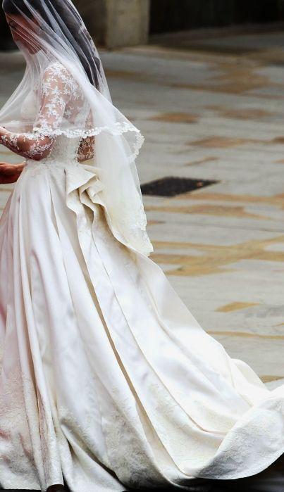 Kate's wedding dress details | The Royal Wedding ~ April 29, 2011.