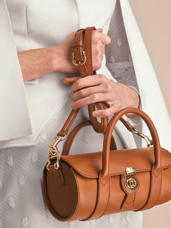 Named after the house code for our signature honey-coloured gabardine, the DK88 is a tribute to the fabric at the heart of Burberry's history and is crafted in our exclusive new Trench Leather. Designed in England, a timeless and compact barrel bag with a distinctive oversize lock, perfectly proportioned to fit the essentials. Carry it in the hand or over the shoulder using the crossbody strap.