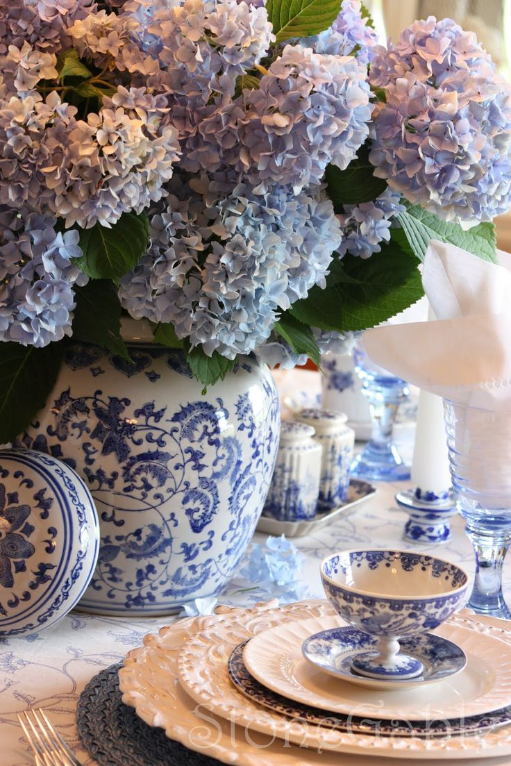 Blue Toile and Hydrangeas Table