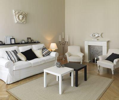 Broadway 2's living room