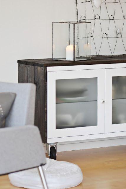 Añadir listones de madera pintados a tu gusto para customizar muebles de Ikea en x4duros.com: antes y después