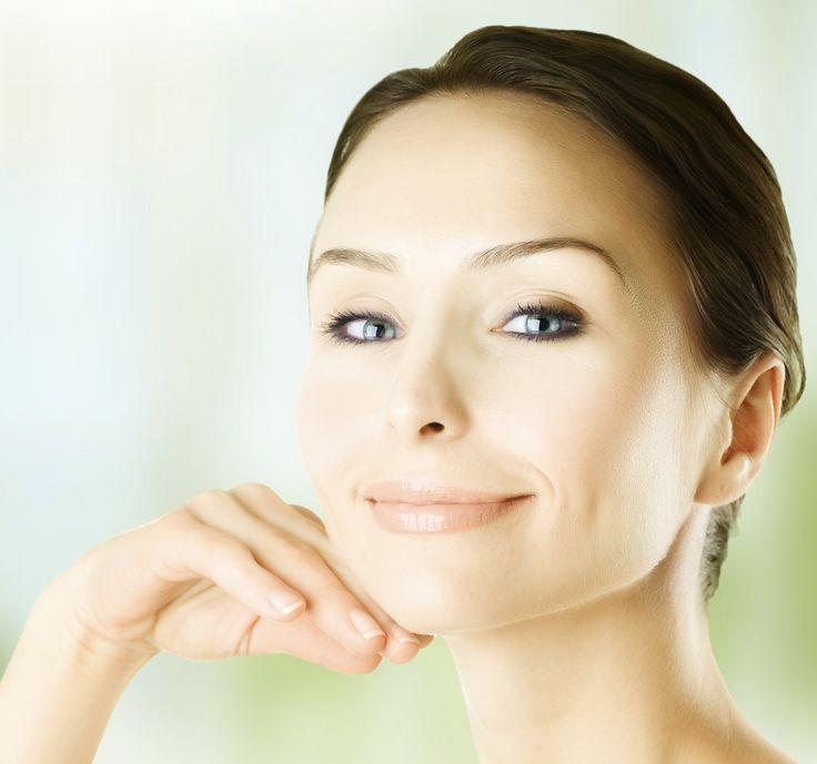 Spesso di dice che gli occhi sono lo specchio dell'anima. Capita, soprattutto nei periodi di stress, di svegliarsi con gliocchi stanchi, lepalpebre pesantie il segno scuro delleocchiaieche invecchia lo sguardo. Ci sono due tipi di occhiaie: le occhiaie gonfie e non troppo scure, con tendenza dei tessuti con cedimento, indicano che il corpo sta trattenendo …