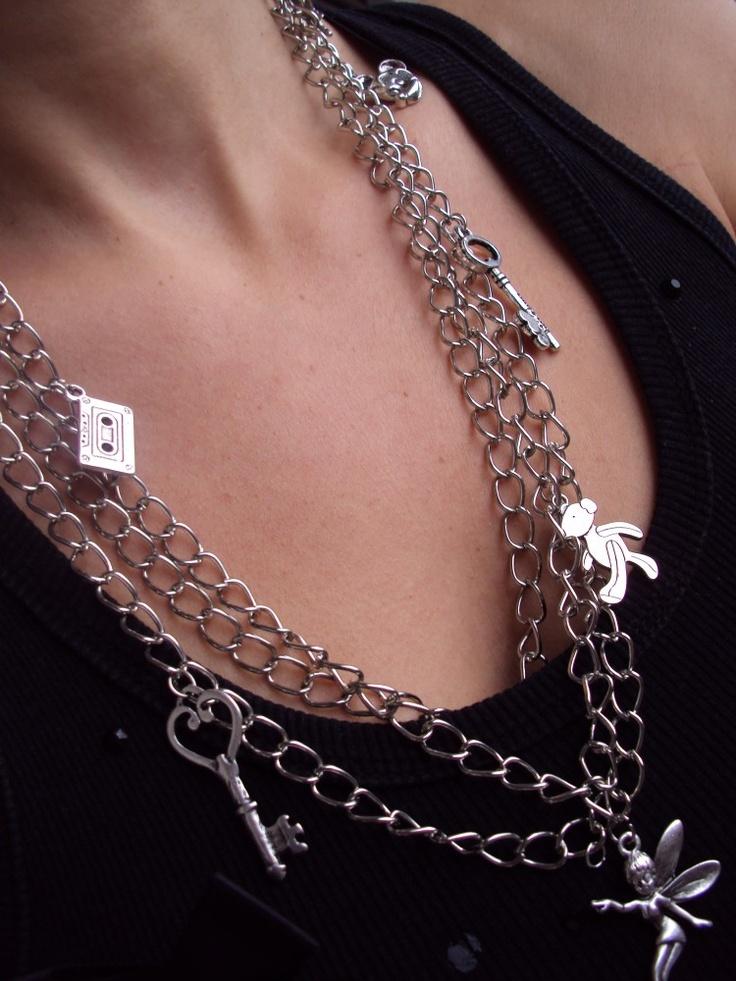 troslojna ogrlica sa detaljima