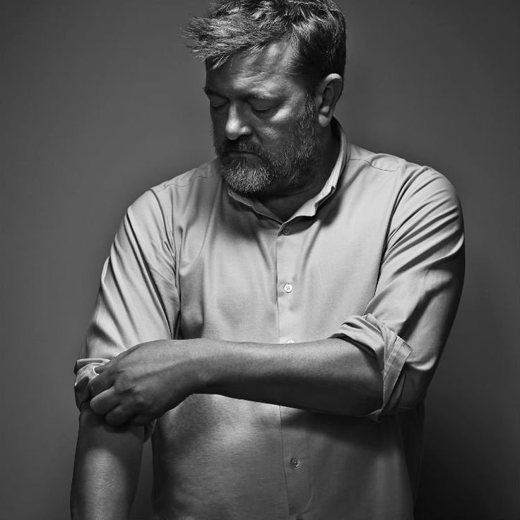 "I'm supposed to be looking for blog elements for my new design instead I just ""look a squirell""ed Guy Garvey.   Big old crush on this man."