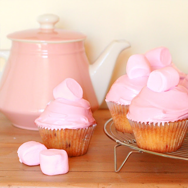 Cranberry and Marshmallow Cupcakes: Sweet, Cities, Food, Pink, Marshmallow Cupcakes, Marshmallows, Cranberries, City