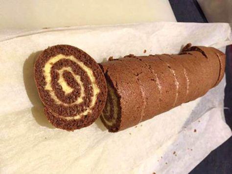 Här har du ett LCHF-recept på chokladrulltårta som är superenkelt att baka och smakar hur gott som helst. Naturligt glutenfritt!
