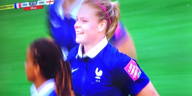 #FRA 1-0 #ENG. Eugénie Le Sommer with a great strike into the bottom corner.  Live: http://bbc.in/1S18h0F #FIFAWWC