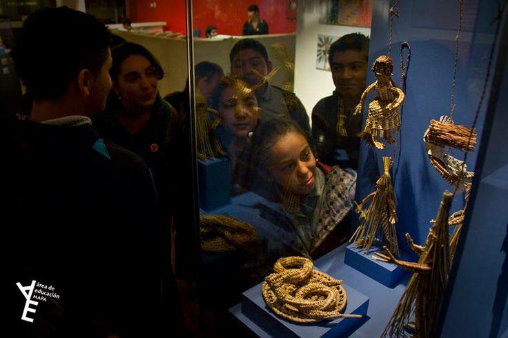 Una de las visitas guiadas del Área de Educación del Museo de Arte Popular Americano (MAPA) en 2014.