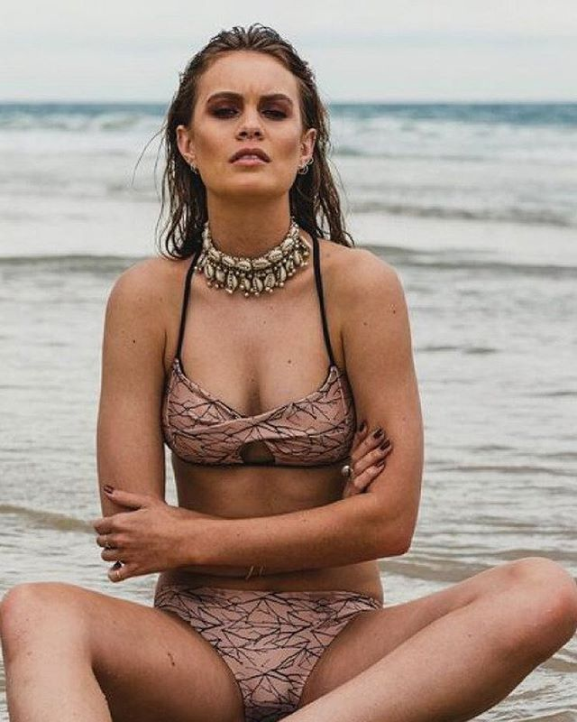 Designed and made in Queensland, the Corra Bronze Bikini is a modern twisted bikini top with a key hole feature and adjustable tie up back. Start the year in style!  Support your local makers and the shop the look with FREE SHIPPING at www.thedresscollective.com ✔️ #thedresscollective #australianmade #setsofseven #setsofsevenswimwear