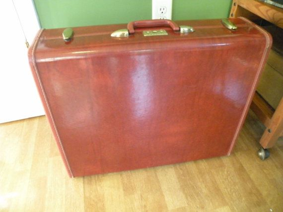 Suit Case Samsonite vintage suitcase 24x20x8 by Traincasesandmore