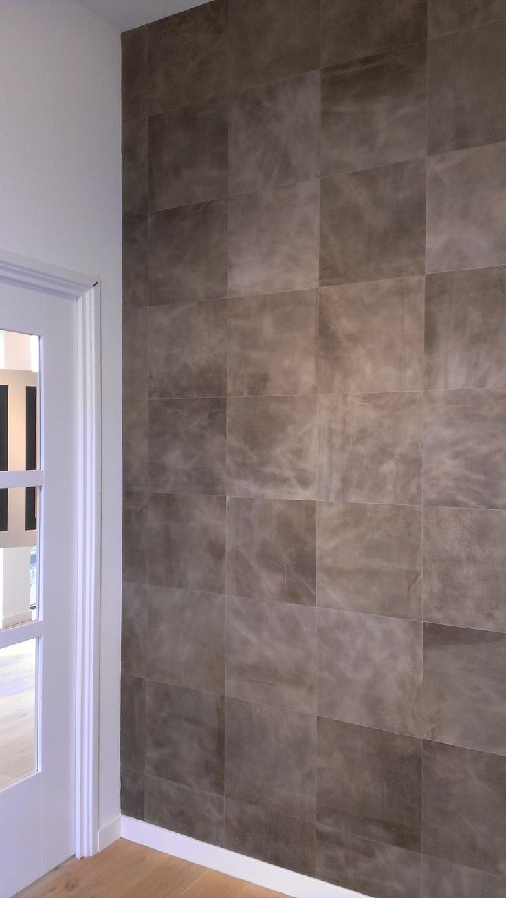 Leer op de muur! Leren wandbekleding is verkrijgbaar bij BVO Vloeren, houten vloeren en parket