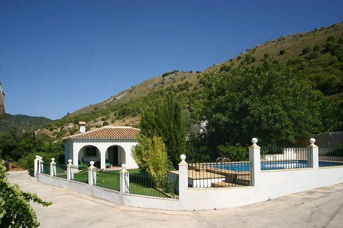 Airco Slaapkamer Stil : Vrijstaand Spaans vakantiehuis met zwembad en ...