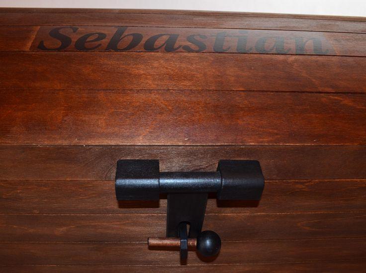 Sebastian - skrzynia na zabawki w kolorze teak