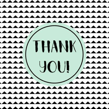 Bedanktkaartje met achtergrond van zwarte driekhoekjes en lichtblauwe tekstcirkel, verkrijgbaar bij #kaartje2go voor € 1,79
