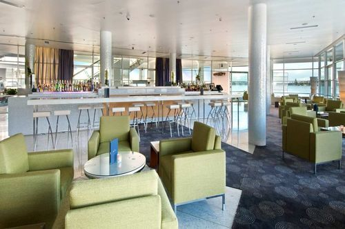 HILTON AUCKLAND - All the amenities and excellent five star service you expect, with absolute waterfront positioning . White restaurant is an elegant, contemporary restaurant which seats 80 .