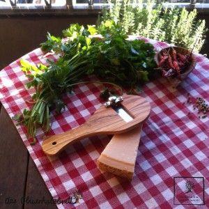 #Trüffelreibe #Trüffelhobel #Parmesanreibe oder einfach als #Käsereibe aus #Olivenholz #Holz