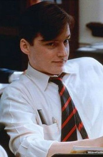 an analysis of the characters in the movie dead poets society by peter weir 'dead poets society' by desson howe washington post staff writer june 09, 1989 director: peter weir cast: robin williams meanwhile, you'll love the movie.
