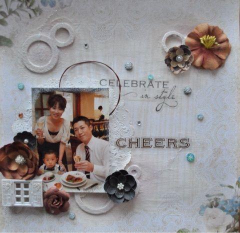 by コモモ 結婚式にお呼ばれしたときの家族写真を使いました。 おしゃれして、美味しい食事、 キラキラの思い出です。  スティックルズでいろいろな部分を キラキラさせています。  ストーンも付けて 華やかな雰囲気ですが、  ブラウン系のフラワーで 少し落ち着かせています。