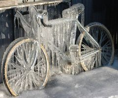Frozen! OMG~ what happen to my bike? I think I won't ride for awhile.
