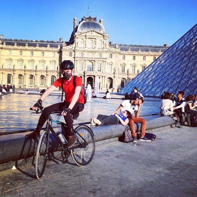 Walking is for weak!  #paris #parisfans #parisvelo #parismagic #parisfrance #parispeople #pariscycling #parisbuildings #cycling #cyclingstuff #cyclinglovers #cyclinginparis #cyclingpleasure #respro #respromask #resprocinqro #parismouvre #louvremuseum via gligor_ovidiu
