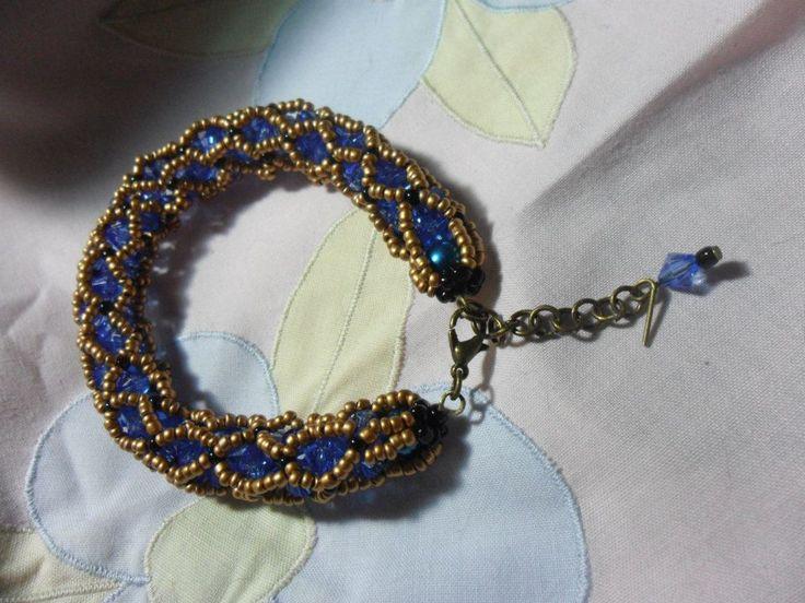 Pulseira azul e dourada
