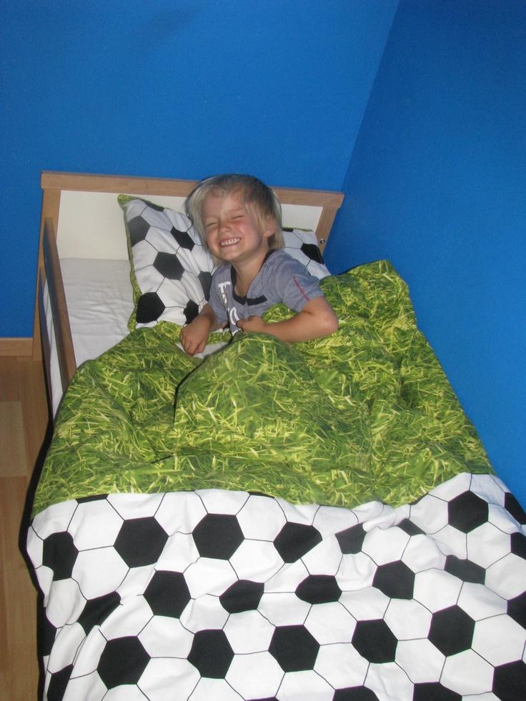 Zelf een voetbal dekbed gemaakt voor zoonlief!