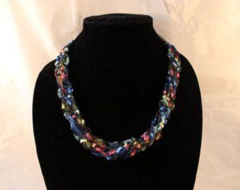 Artículos similares a Collar de hilo ganchillo ajustable americana en Etsy