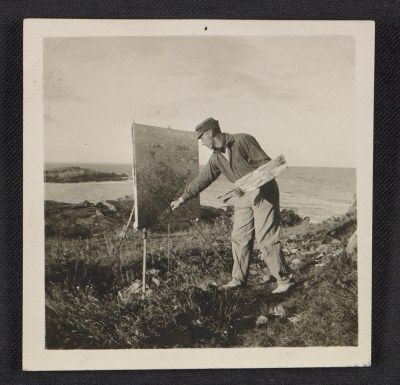 Citation: Walt Kuhn painting outdoors in Ogunquit, Maine, 1911 / unidentified photographer. Walt Kuhn, Kuhn family papers, and Armory Show records, Archives of American Art, Smithsonian Institution.