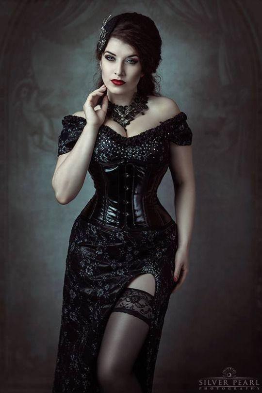 Model, MUA & dress: La Esmeralda Photo: Silver Pearl Photography Accessories: Elegant Curiosities