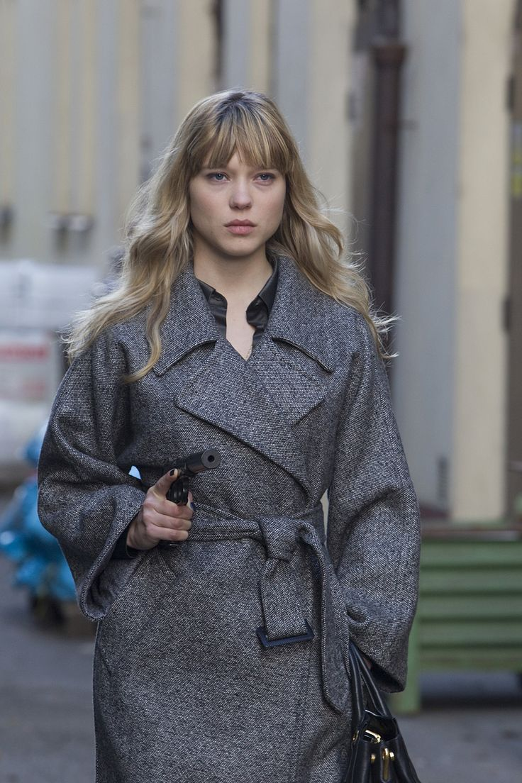 love this coat (particularly on Lea Seydoux)