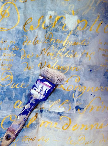Great idea for a wall finish! Script in gold on faded blue
