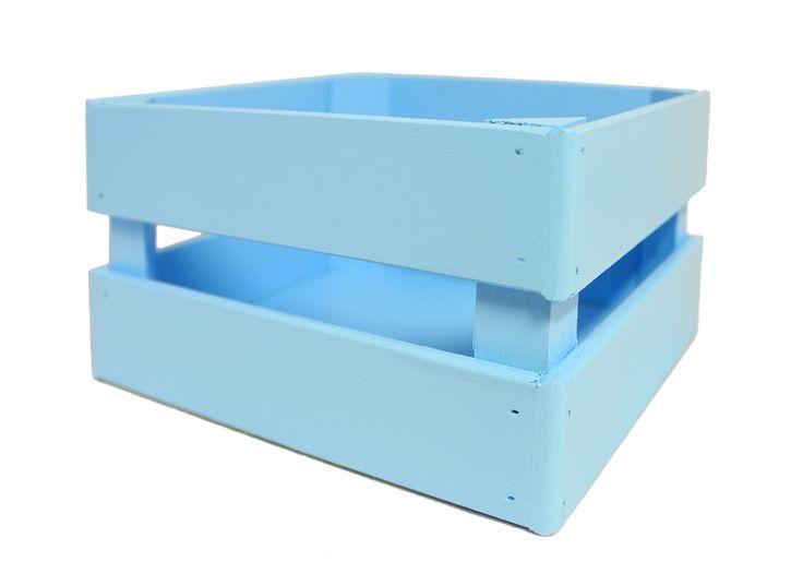 Красивые деревянные ящики от производителя Канышевы выполненные в различной цветовой гамме порадуют любого оформителя подарков и букетов. Ящички прочные, устойчивые. Состоят из фанеры, МДФ и бруса. Имеют небольшие размеры 17,5*10*15 см. Тонированы с помощью водоэмульсионных красок. Ящик для цветов голубого цвета хорошо впишется в любой интерьер и может стать полезным предметом декора кухни или комнаты. В нем можно держать не только цветы, но и другие бытовые принадлежности.